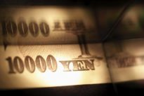 Yen recovers, data shows outright swing against dollar