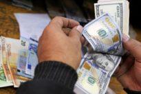 Political risks weigh on euro, yen gains