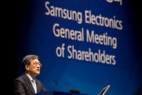 Samsung Elec rejects calls for holding company structure, for now