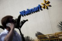 Wal-Mart offers discounts for online orders picked up in store