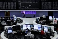Investors stick with macro funds, hope for volatility comeback