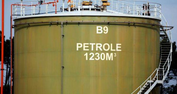 Oil holds gains as Iraq, U.S.-Iran tension raises risks