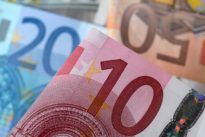 Euro gains, dollar drops, as risk appetite revives