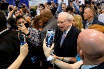 Buffett defends doing business with gun manufacturers