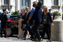 No party in Italy wants to quit euro, says new economy minister