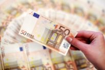Trade disputes, German politics kick euro lower