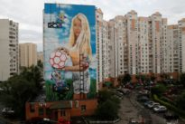 Need a World Cup mural? Russian paints giant portrait of his wife…