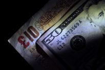 Dollar snaps losing streak- pound bounces