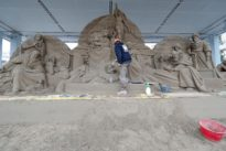 Vatican's St. Peter's Square gets 720-ton sand nativity scene