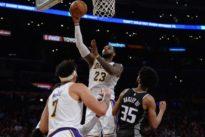 Lakers, James overrule Kings, end losing streak