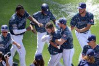MLB roundup: Padres beat Dodgers on PH, walk-off slam