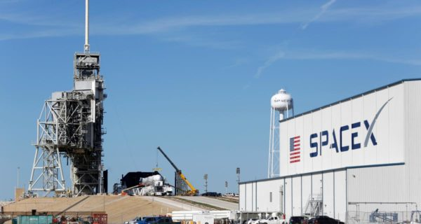 High winds force SpaceX to postpone first launch of Starlink…
