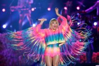 Taylor Swift shakes off Kardashian clan as highest-paid celebrity