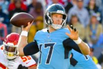 NFL roundup: Tannehill, Titans stun Mahomes, Chiefs late