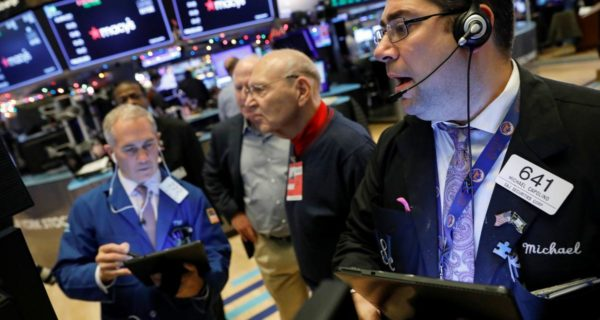 U.S. stock funds see fourth straight week of outflows: Lipper