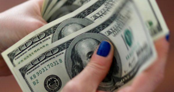 Dollar in the doldrums- U.S. politics, Fed minutes eyed